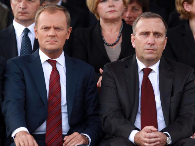 Donald Tusk i Grzegorz Schetyna podczas Święta Wojska Polskiego