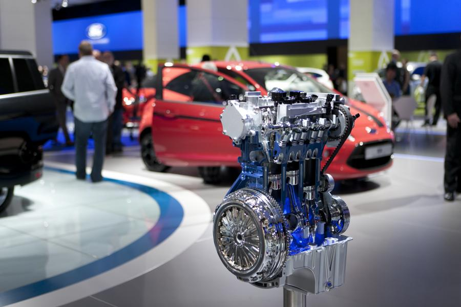 Trzycylindrowa turbodoładowana jednostka EcoBoost o pojemności jednego litra