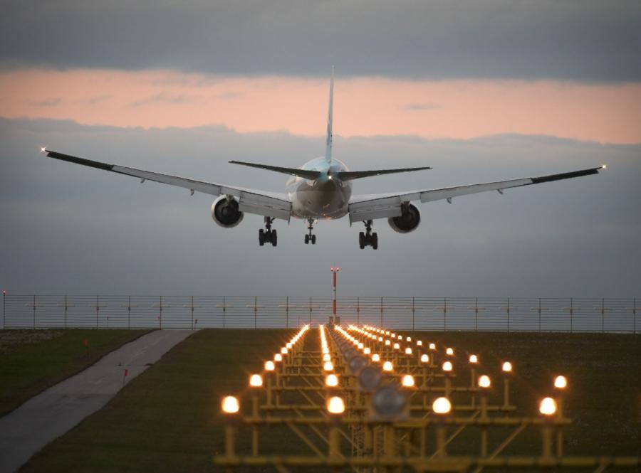 CSA zwolnią około 100 strajkujących pilotów