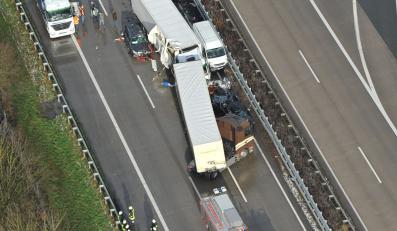 50 aut zderzyło się na autostradzie w Niemczech