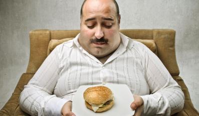 Przed TV jemy nawet o 25 proc. za dużo kalorii niż potrzebujemy