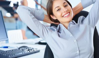 Atrakcyjna kobieta w pracy