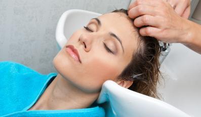 Fryzjerzy powinni posiadać wiedzę na temat raka skóry - sugerują specjaliści