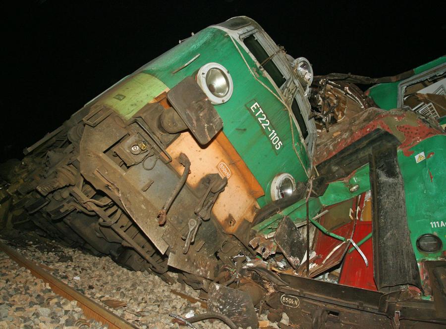 Lokomotywa pociągu zniszczonego w katastrofie pod Szczekocinami
