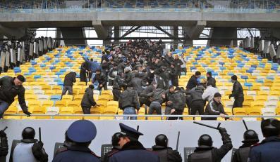 Ukraińska policja ćwiczy przed Euro 2012 na stadionie we Lwowie