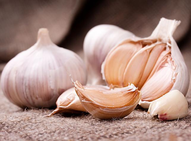 Jak zwalczyć zapach czosnku?