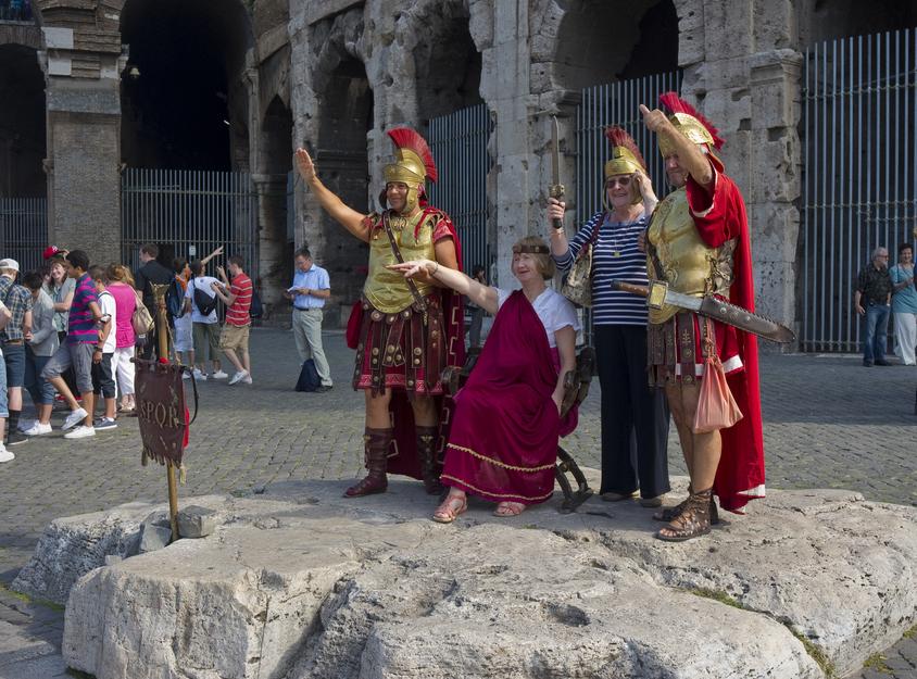 Legioniści przed Koloseum