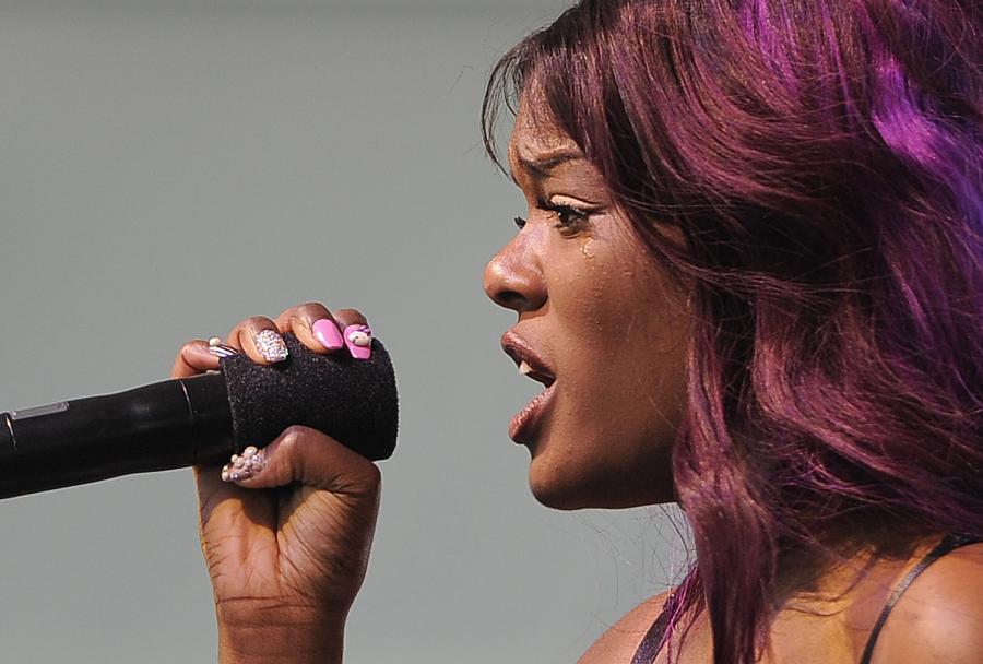 Raperka przełożyła premierę swojego debiutanckiego albumu na 2013