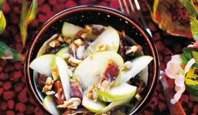 Sałatka z daktyli, jabłek i orzechów