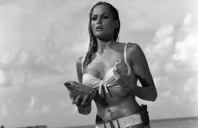 """Ursula Andress w filmie """"Doktor No"""""""