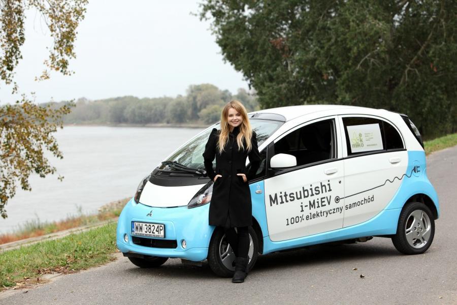 Izabella Miko i mitsubishi i-MiEV