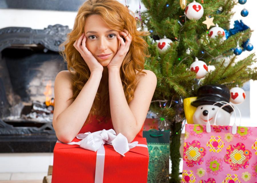 Kobieta niezbyt zadowolona z prezentów