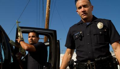 """Bogowie ulicy"" – Michael Pena i Jake Gyllenhaal"