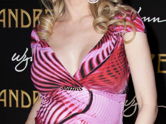 Obfity biust Holly Madison