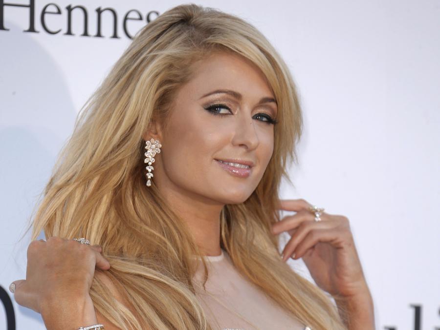 Zobacz, jak Paris Hilton baluje się z Lil Wayne\'em