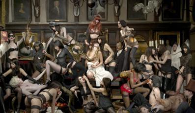Na plakatach pojawiają się zdjęcia inspirowane obrazami Rubensa.