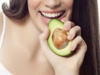 Czekolada poprawia pamięć, awokado zbija cholesterol. Ta dieta leczy