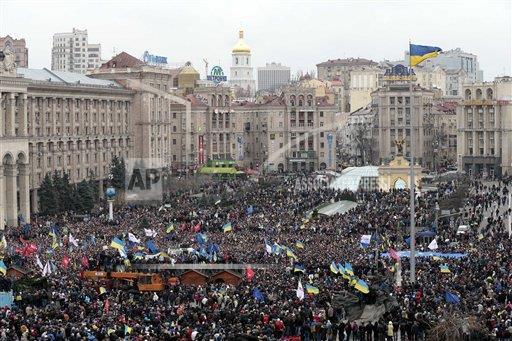 W Kijowie przez cały dzień trwały przepychanki demonstrantów z milicją