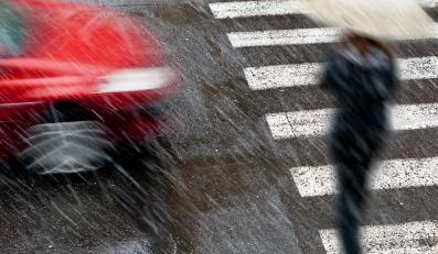 Milion Polaków myśli, że zawsze zahamuje przed pieszym? Nie bądź wariatem drogowym