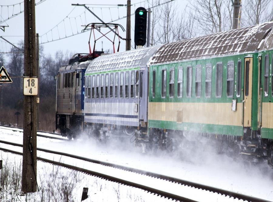 pociąg zima
