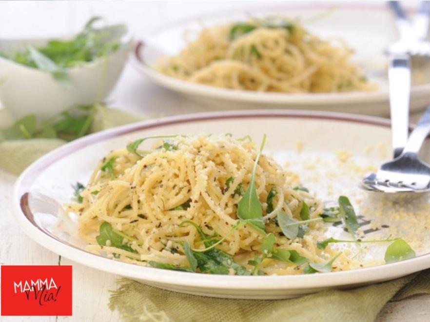 Spaghetti z migdałowym parmezanem