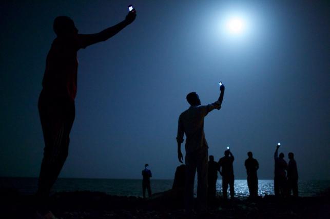 """Zdjęcie zatytuowane """"Sygnał"""" amerykańskiego fotografa Johna Stanmeyera wygrało 57. edycję konkursu World Press Photo"""