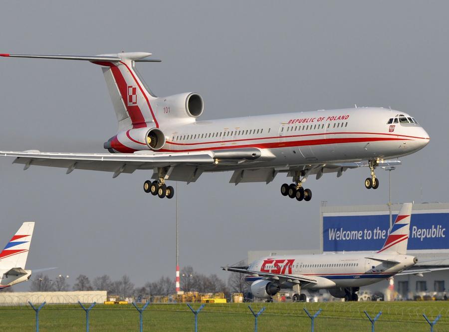 Tu-154M o numerze 101 ląduje w Pradze. To jedno z ostatnich zdjęć tupolewa przed katastrofą w Smoleńsku