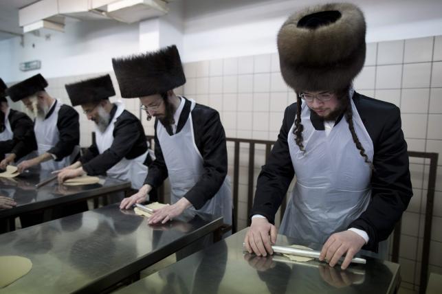 Żydzi przygotowują się do święta Paschy