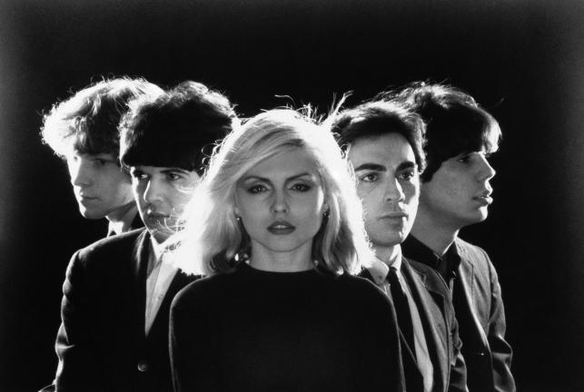 Blondie: Gary Valentine, Clem Burke, Deborah Harry, Chris Stein i Jimmy Destri w 1977 roku