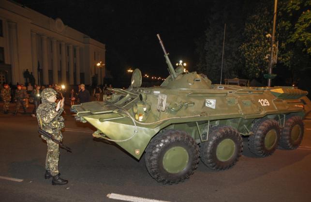 Ukraińscy żołnierze w czasie ćwiczeń wojskowych w Kijowie