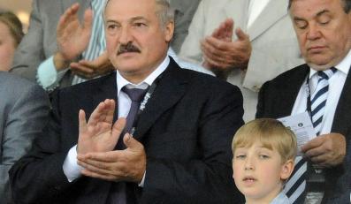 Aleksander Łukaszenka (z lewej)