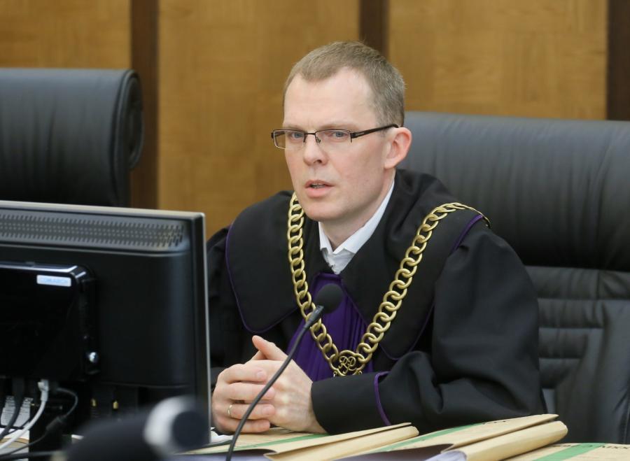 Sędzia przewodniczący Jacek Tyszka, na sali rozpraw
