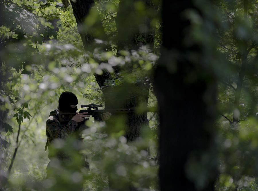 Prouraiński separatysta w Doniecku