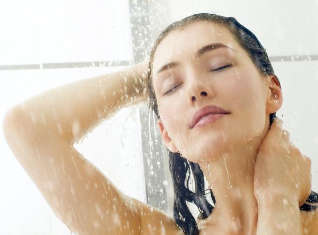 Zdrowy zimny prysznic