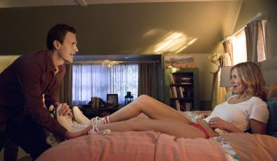 Cameron Diaz w łóżku nosi wrotki