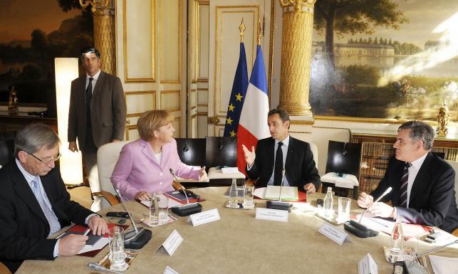 To ona trzęsie całą Unią Europejską? Białe rękawiczki Merkel. GALERIA