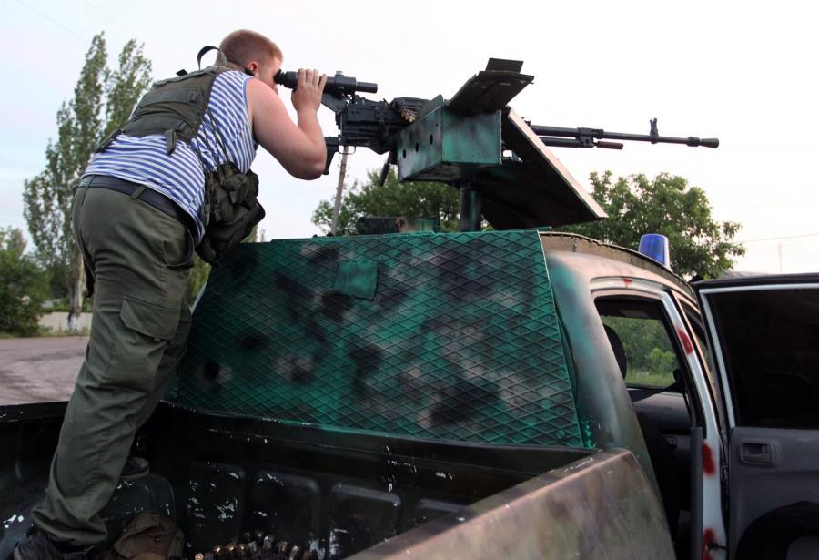 Prorosyjski separatysta w punkcie kontrolnym