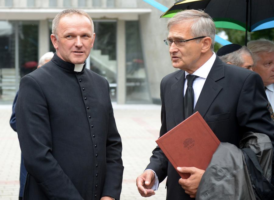 Ksiądz Wojciech Lemański i prezes ZASP, aktor Olgierd Łukaszewicz