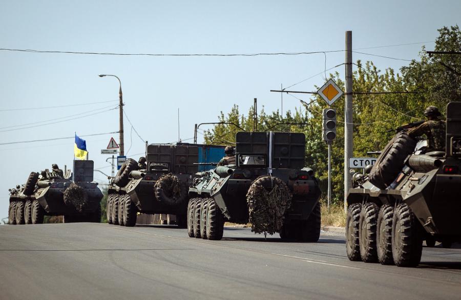 Kolumna ukraińskich transporterów