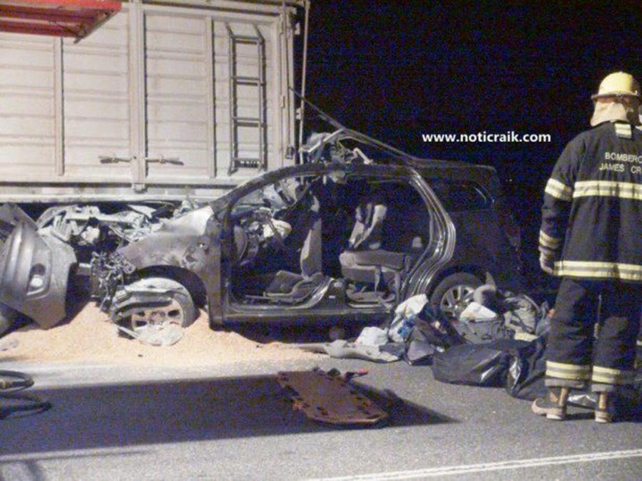 Samochód krewnych papieża po wypadku