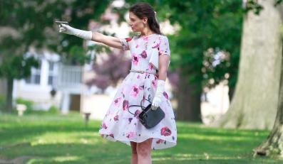 Katie Holmes jako panna Meadows