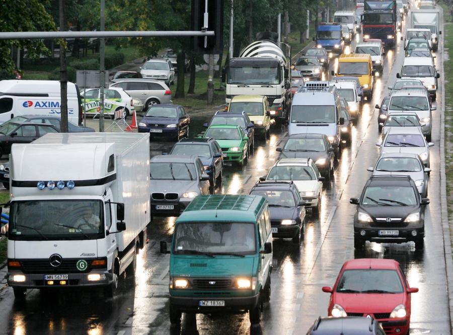 Polacy chcą jeździć na światłach cały rok