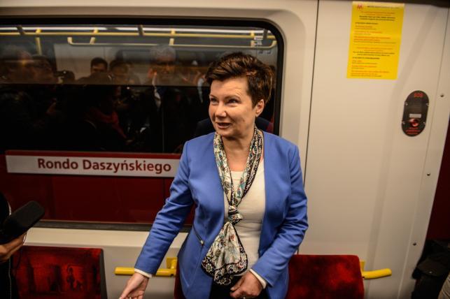 Hanna Gronkiewicz-Waltz podczas przejazdu II linią metra