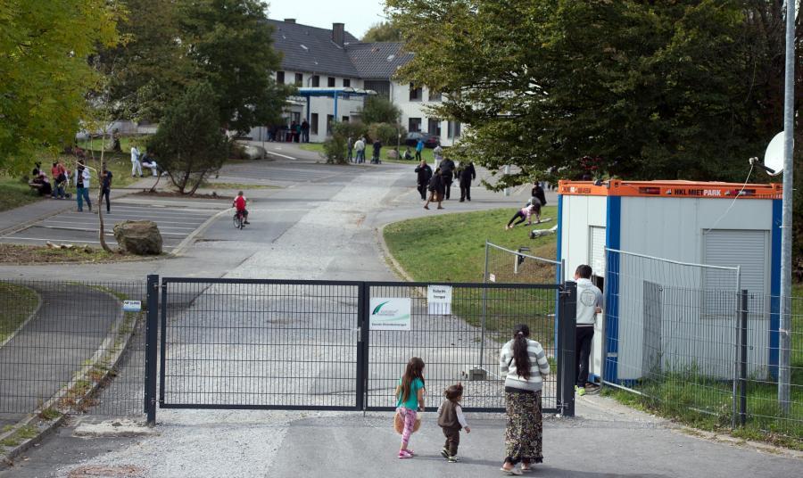 Strażnicy w ośrodku w niemieckim Burbach znęcali się nad uchodźcami