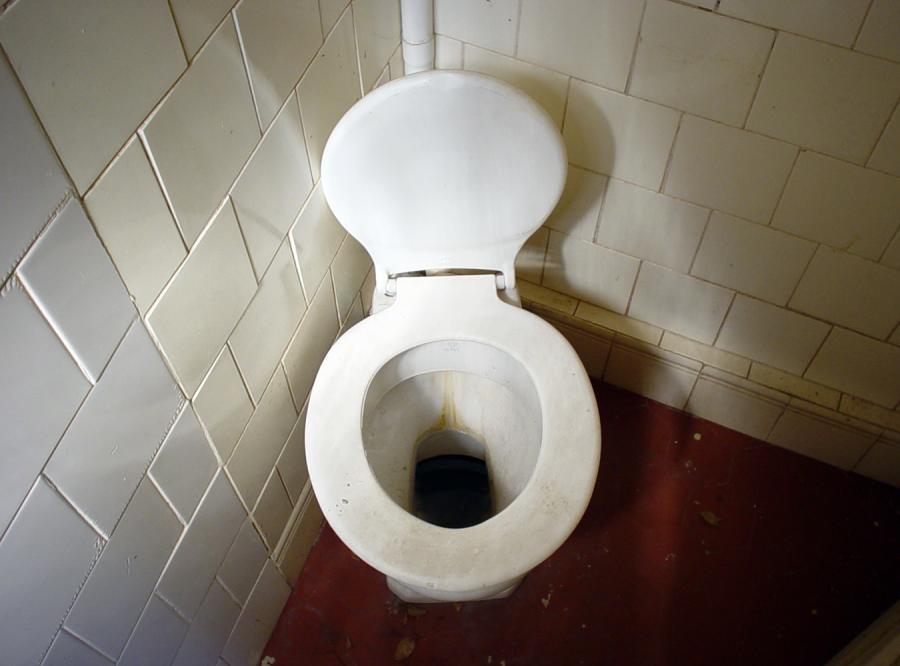 Awantura o smród z toalety w Polskim Radiu