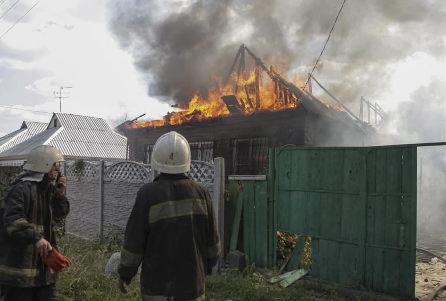Płonący budynek w Doniecku