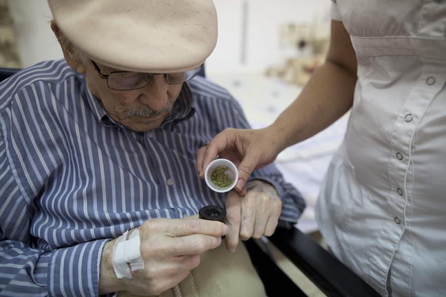 Moshe Roth cudem ocalał II wojnę światową. Ukrywał się wraz z rodzeństwem w stodle.