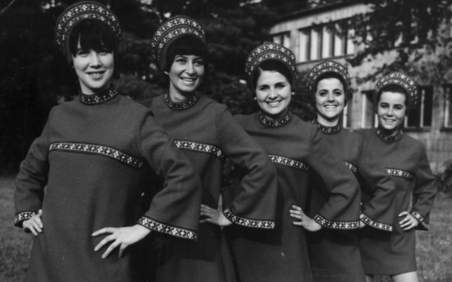 Filipinki –pierwszy polski girlsband na zdjęciu z 1968 roku