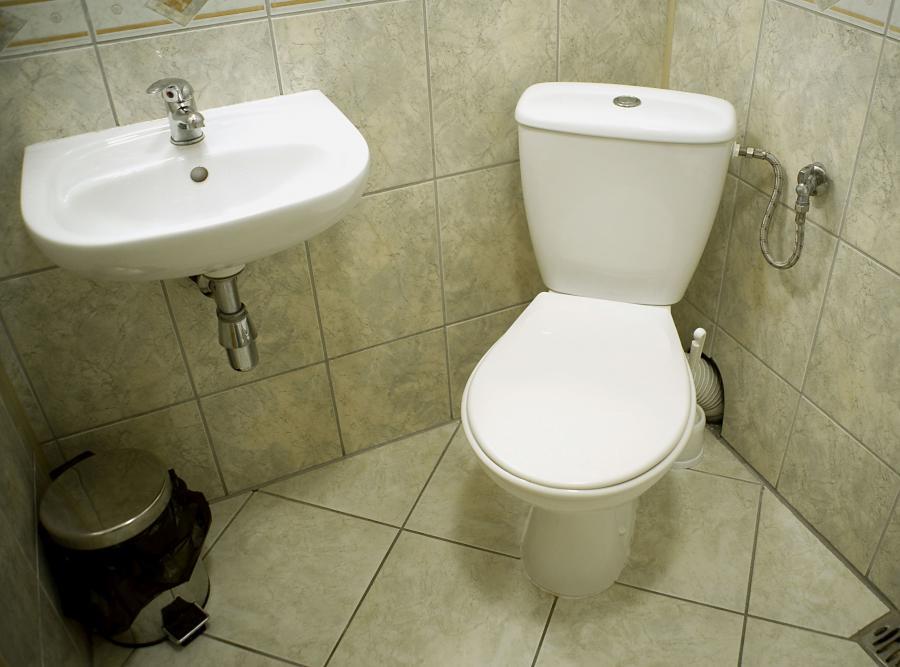 Toaleta. Sedes i umywalka