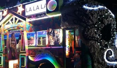 """Imprezowy bus z klipu do """"L.A.LOVE (la la)"""""""